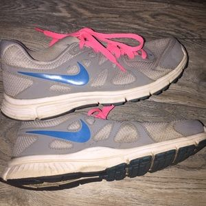 Nike Women's Gray Sneakers Sz 8.5